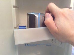 010ec2fdeb3863ac49804eb77fb9428fdd9e338bf8 300x224 - 洗面台のトレーがまた落ちた!簡単な対処方法