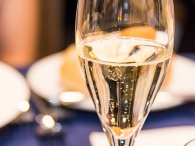 6332912d78fa4aefe594db2c9d358c96 400x300 - シャンパンで人気の特別な日のための一本は?
