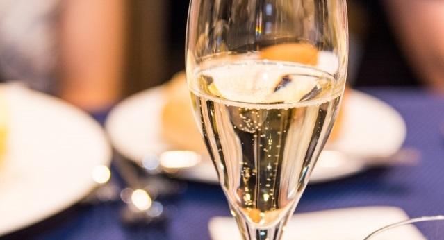 6332912d78fa4aefe594db2c9d358c96 - シャンパンで人気の特別な日のための一本は?